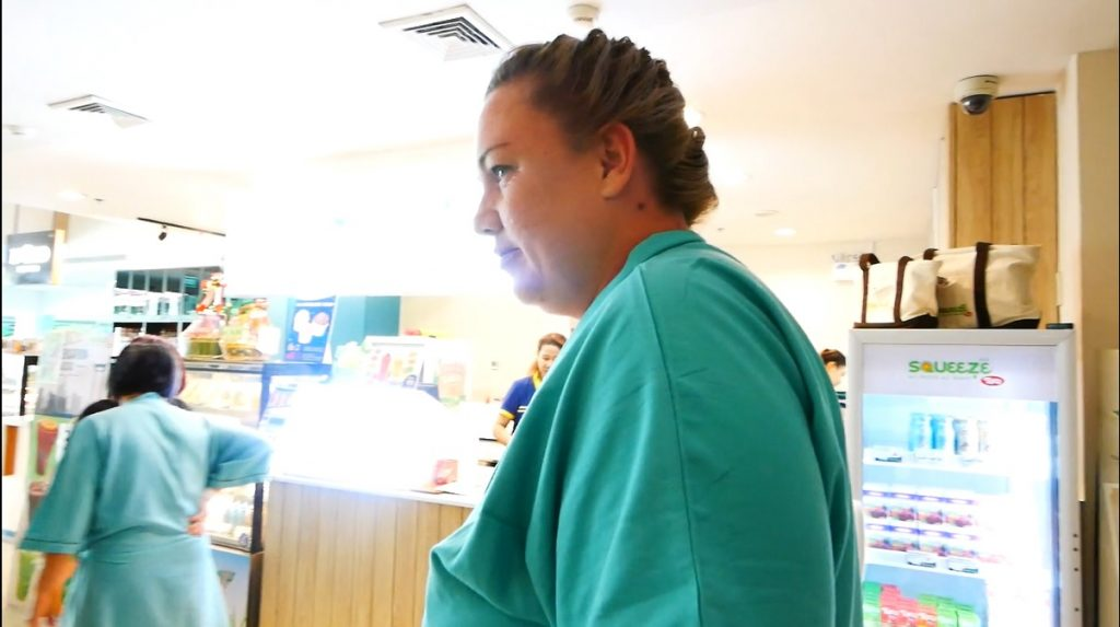 Paula recovered in the hospital 3 days after gastric sleeve in Bangkok!